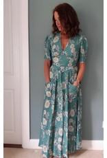 Exquise V Neck Short sleeve belted dress