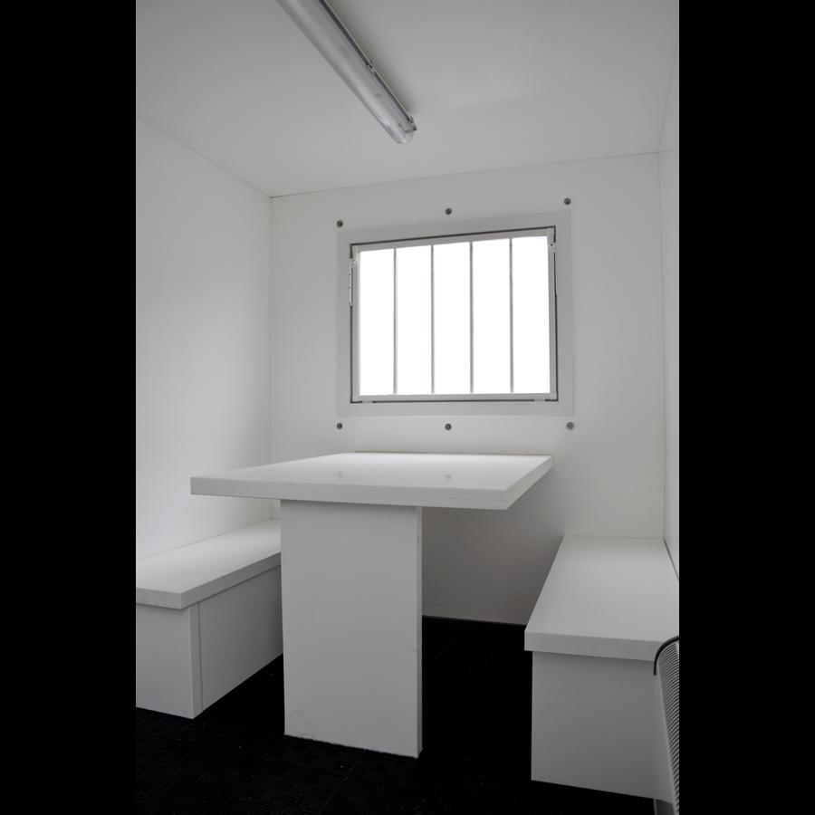 Roulotte de chantier - type 5 - 3,60 x 1,90 x 2,10m - avec banquettes, toilette et fenêtre os