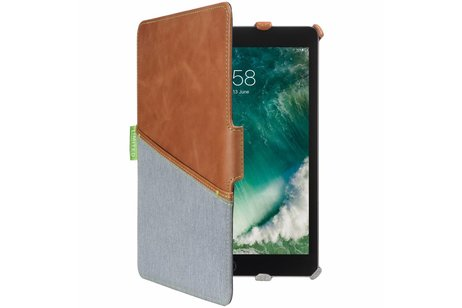 Gecko Covers Limited Backcover voor iPad (2017) / (2018) - Bruin