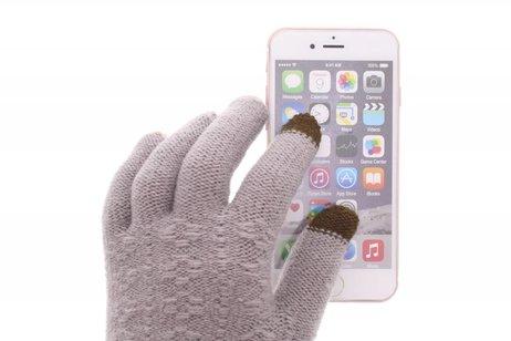 Grijze gebreide touchscreen handschoenen
