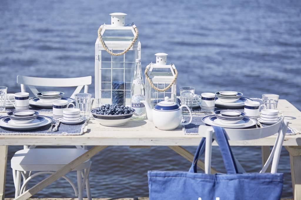 Blauw met witte serviezen