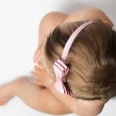 Your Little Miss altrosa Baby Haarband mit Doppelschleife und dünnem Bändchen
