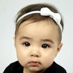 Your Little Miss weißes Baby Haarband mit Doppelschleife und dünnem Bändchen