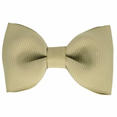 Your Little Miss Hair clip with bow light olive