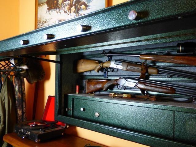 1671 Wisząca szafa na broń z szybą kuloodporną  - Pantzerglass