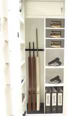 1760 Szafa na broń długą z półkami i skarbczykiem