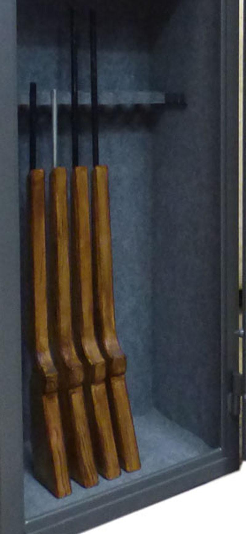 1062 Szafa na broń długą z dużym skarbczykiem