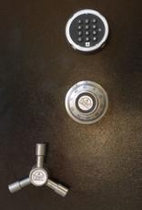 1806 Szafa S2 na broń długą z trzema skarbczykami, półką i podświetleniem LED