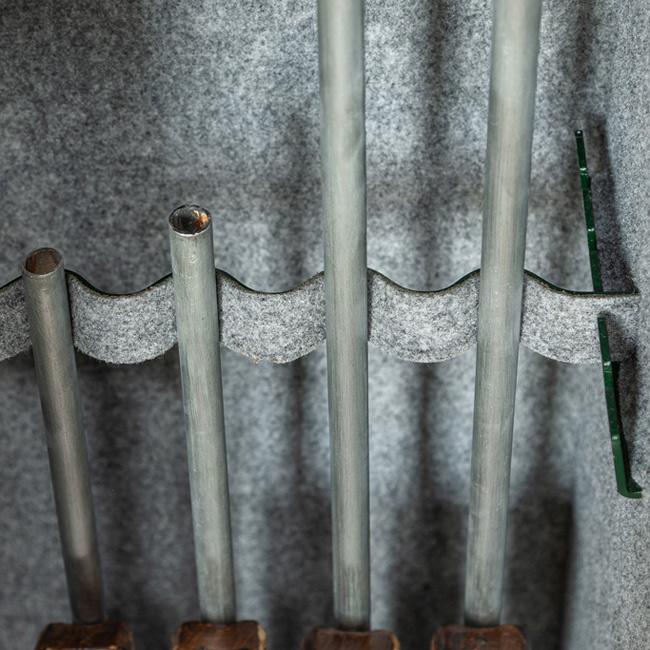 1682 Szafa na broń długą z dużym skarbczykiem i 3 półkami