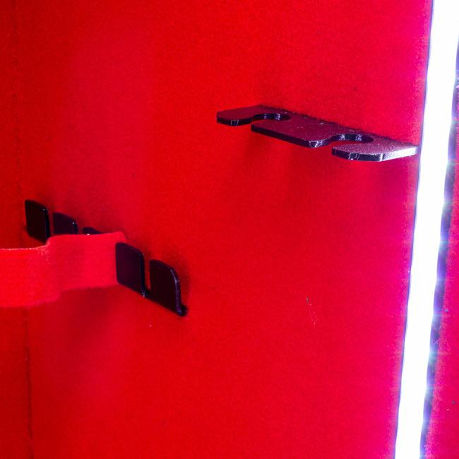 1824 Szafa na broń długą z szybą pancerną w drzwiach