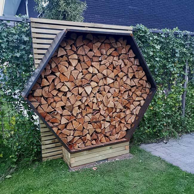 2042 Stojak na drewno z blachy Corten - Heksagon 150