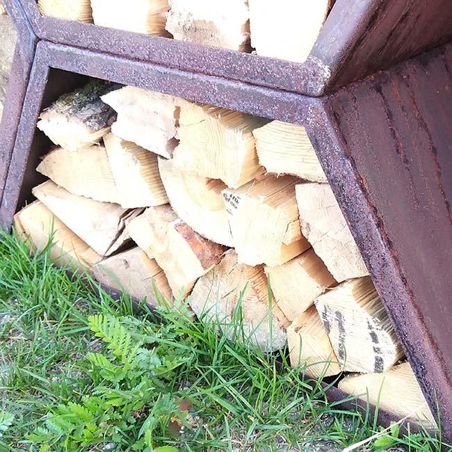 Stojak na drewno z blachy Corten - Trapez 1500
