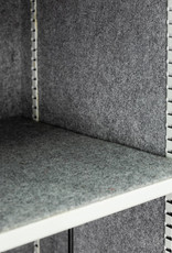 Wyklejenie wnętrza szafy PantzerGlass kolorową wykładziną