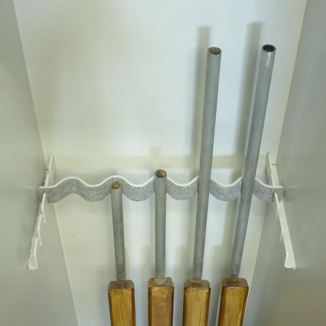 1064 Szafa na broń długą z trzema skarbczykami i półką