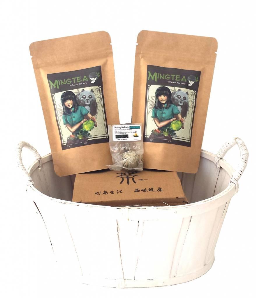 Geschenkset in einem Korb in cellophanfolie: 2 BIO Tees + 1 Teeblumen + Teeglas 400ml-1