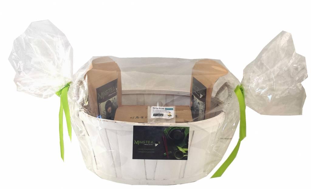 Geschenkset in einem Korb in cellophanfolie: 2 BIO Tees + 1 Teeblumen + Teeglas 400ml-2