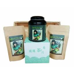 Geschenkset in einem Korb in Cellophanfolie: Japan exklusiver Tee