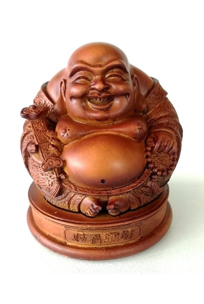 Bouddha chinois du bonheur et de l'harmonie avec Ruyi à la main.