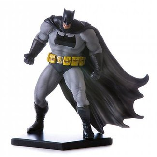 Iron Studios Batman Arkham Knight Statue 1/10 Batman DLC Series Dark Knight (Frank Miller)