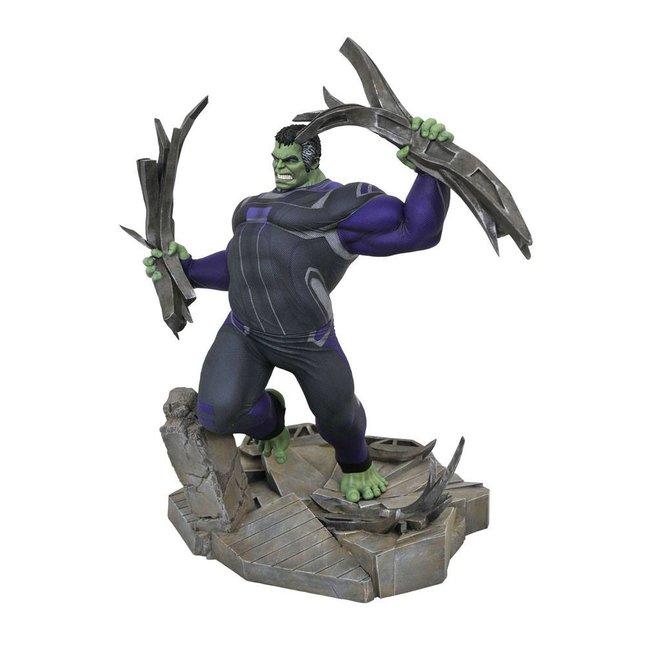 Diamond Select Toys Avengers: Endgame Marvel Movie Gallery PVC Diorama Tracksuit Hulk 23 cm