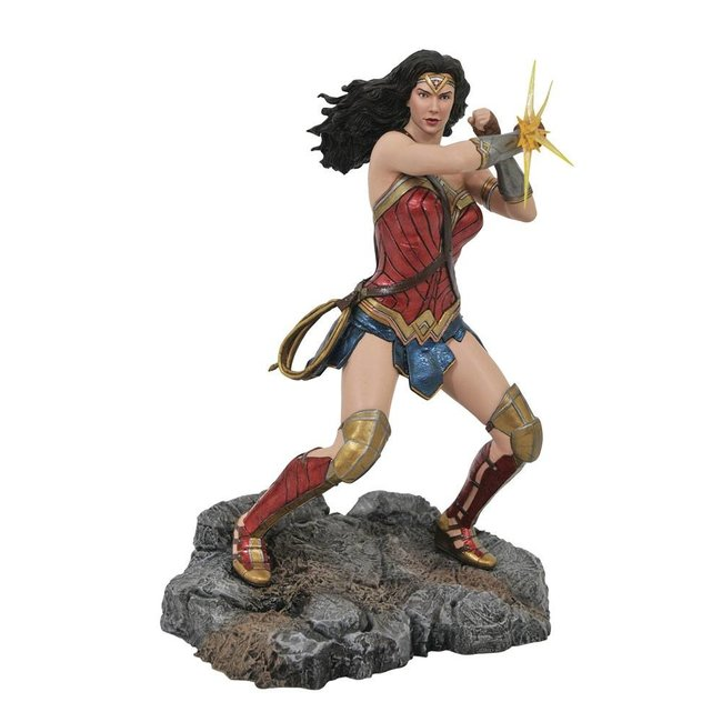 Diamond Select Toys DC Comic Gallery PVC Diorama Wonder Woman Bracelets (Justice League Movie) 23 cm
