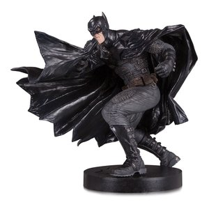 DC Designer Series Statue Black Label Batman by Lee Bermejo 23 cm