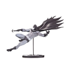 Batman Black & White Statue Batman by Doug Mahnke 18 cm
