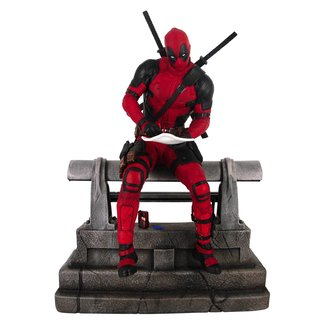 Diamond Select Toys Marvel Movie Premier Collection Statue Deadpool