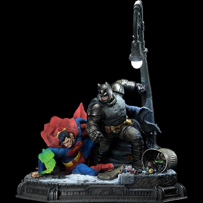 DC Comics: The Dark Knight Master Race - Deluxe Batman vs Superman Bonus Version 1:3 Scale Statue