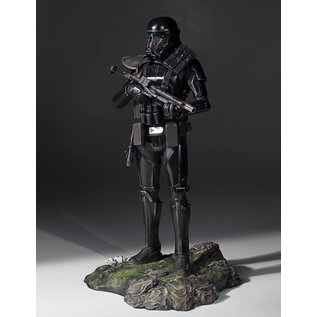 Gentle Giant Star Wars Rogue One Death Trooper Specialist Collector's Statue