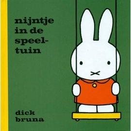 Mercis Nijntje boekje: nijntje in de speeltuin - Dick Bruna