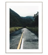 Weg door berglandschap  - Schilderij 50 x 70 cm