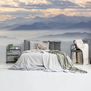Fotobehang Mistige heuvels en bergtoppen