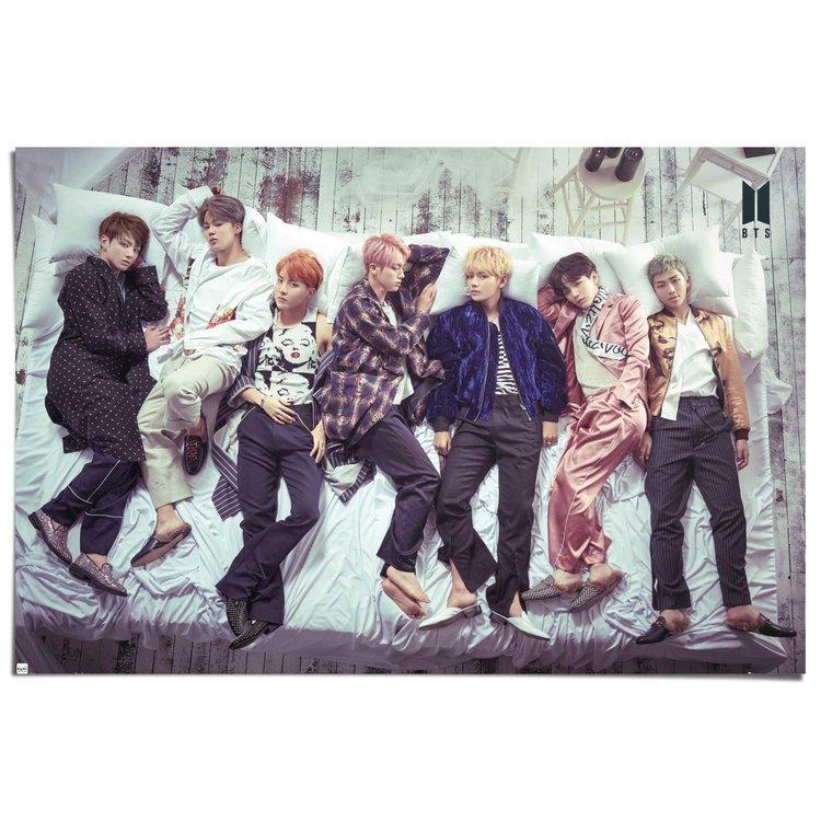 BTS Bed - Poster 91.5 x 61 cm