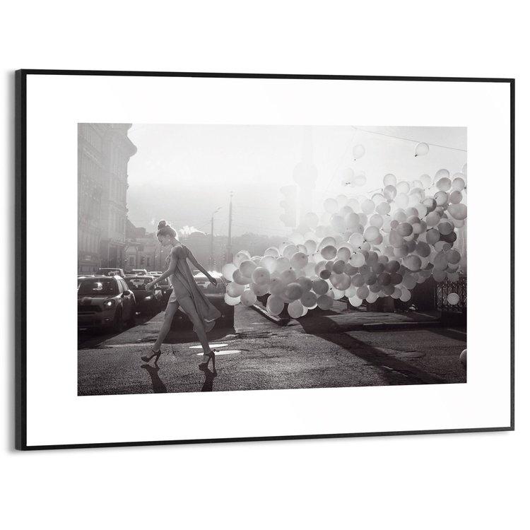 Vrouw met ballonnen Stad - Mode - Modern - Fotografie - Schilderij Slim Frame MDF 40 x 30 cm