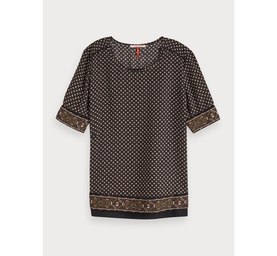 Top met print en ladderdetail