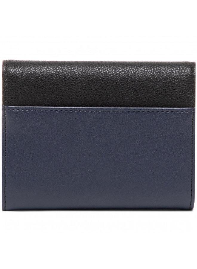 CALVIN KLEIN  Hoop Trifold Wallet