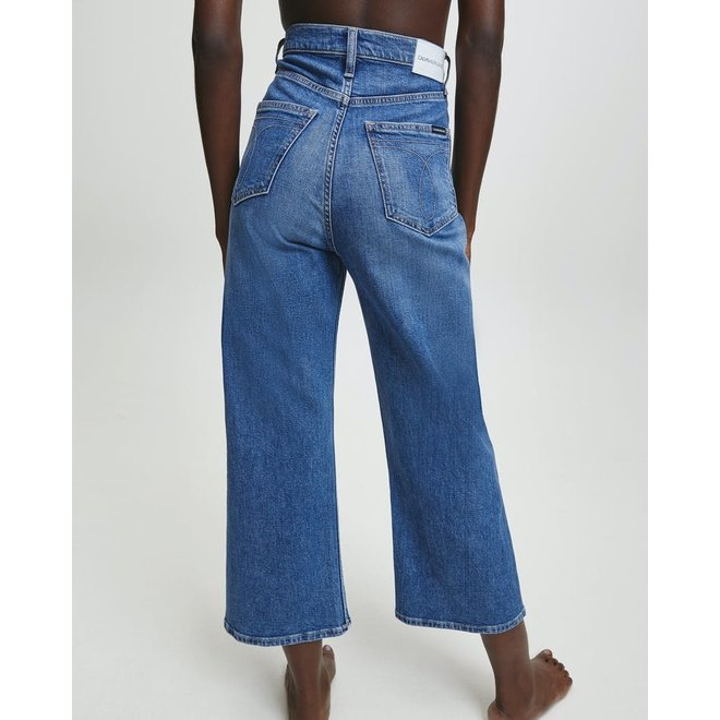 Women Super High Rise Wide Cropped Jeans