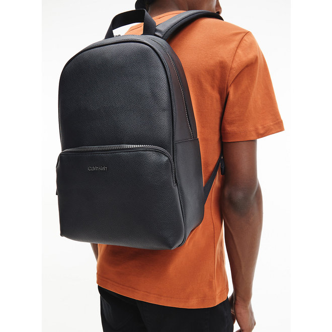 Recycled Round Backpack Men - CK Black