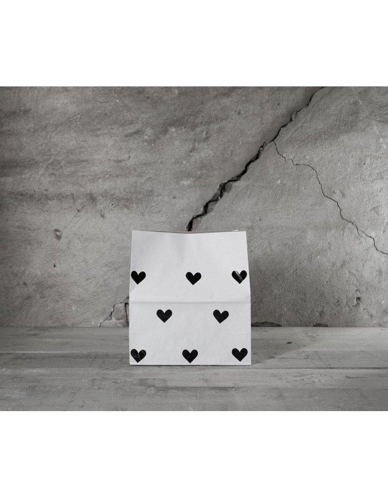 Mon Petit Zoreol Small paperbag met zwarte hartjes