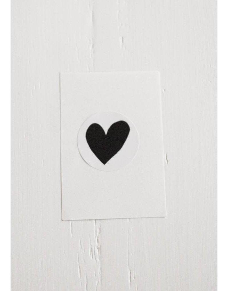 Witte sticker met zwart hart