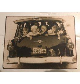 Nostalgisch Kiekje kinderen in auto