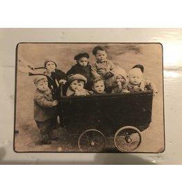 Ouderwets plaatje kinderen in kinderwagen