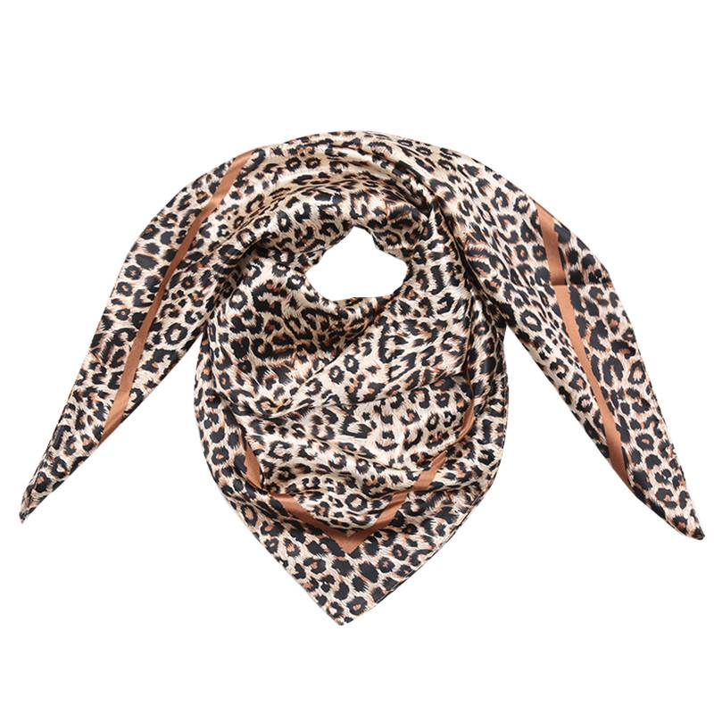 Lovelymusthaves Trendy panther scarf