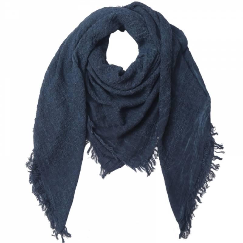 Deze leuke grote grijsblauwe sjaal is te combineren bij elke zomer  of winteroutfit! het materiaal draagt ...