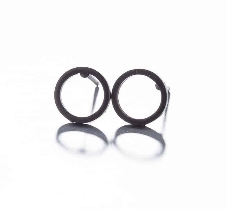 Joboly Schwarze Ohrringe mit offenem Kreis