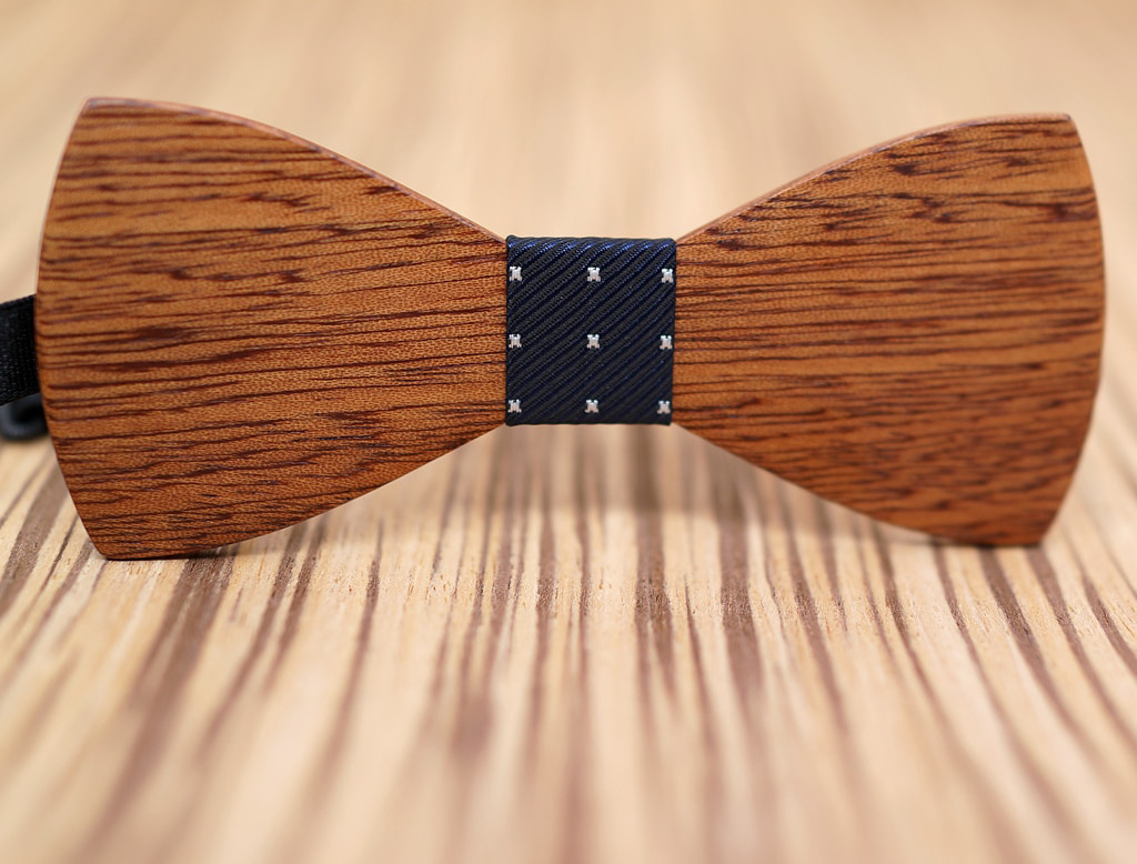 Joboly Stijlvolle houten vlinder strik vlinderdas donker blauw met witte kruisjes