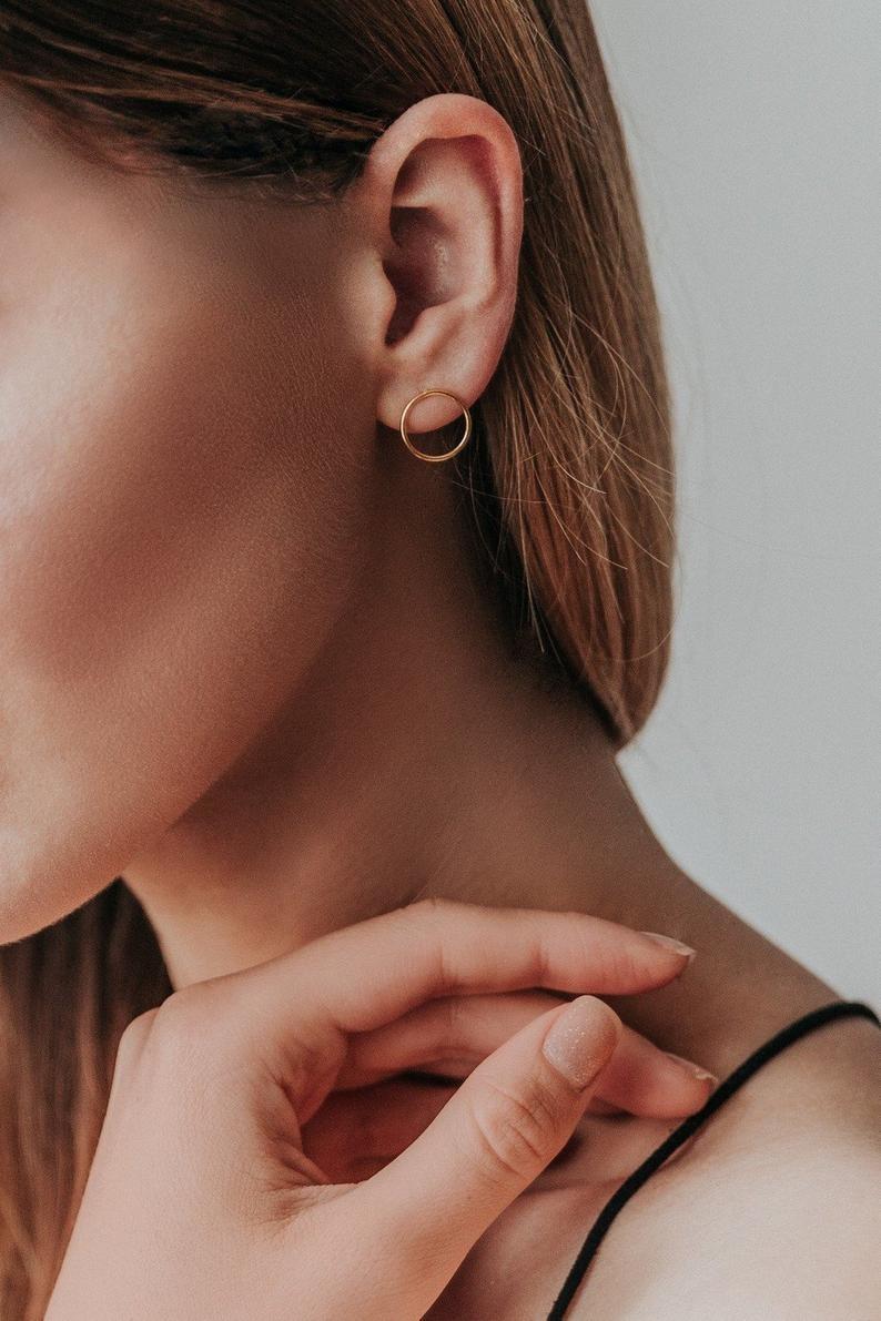 Joboly Trendige minimalistische Ohrringe mit offenem Kreis
