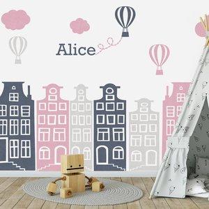DecoDeco Muursticker Huisjes en luchtballonnen roze - grijs, met naam