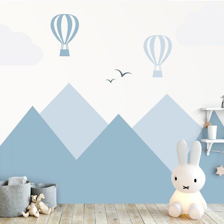 Muursticker Bergen en luchtbalonnen blue